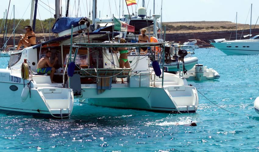 Venta de barco a una náutica Traspaso