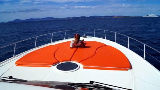 Ibiza navegando en una Baia